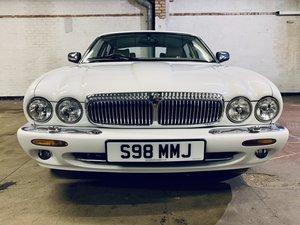Daimler lwb v8 4.0 - rare factory white