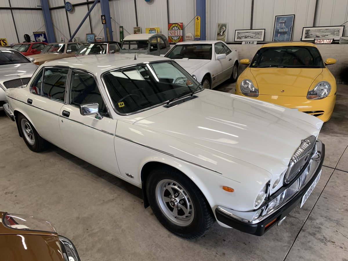 1991 DAIMLER DOUBLE SIX For Sale (picture 3 of 19)