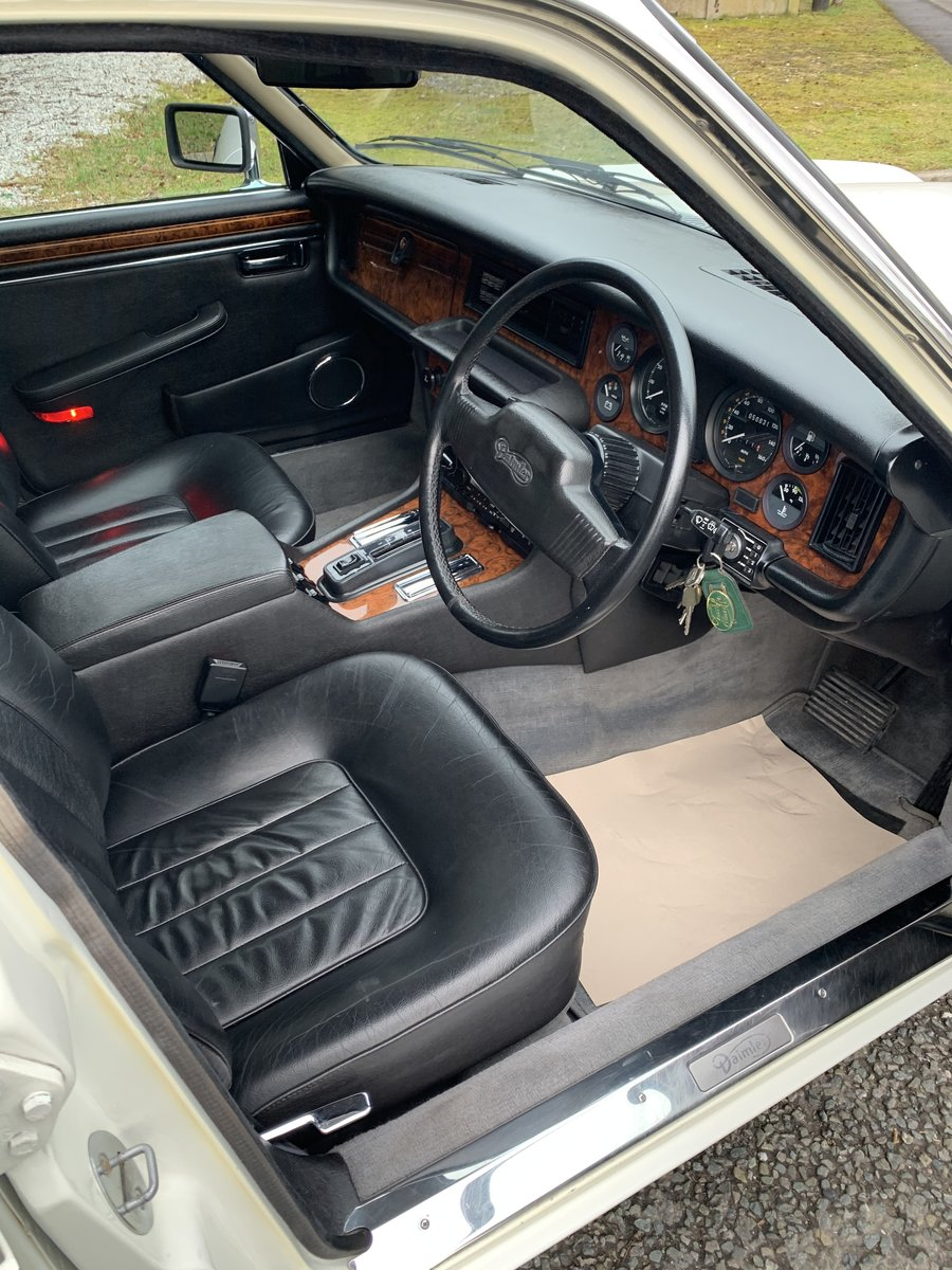 1991 DAIMLER DOUBLE SIX For Sale (picture 16 of 19)
