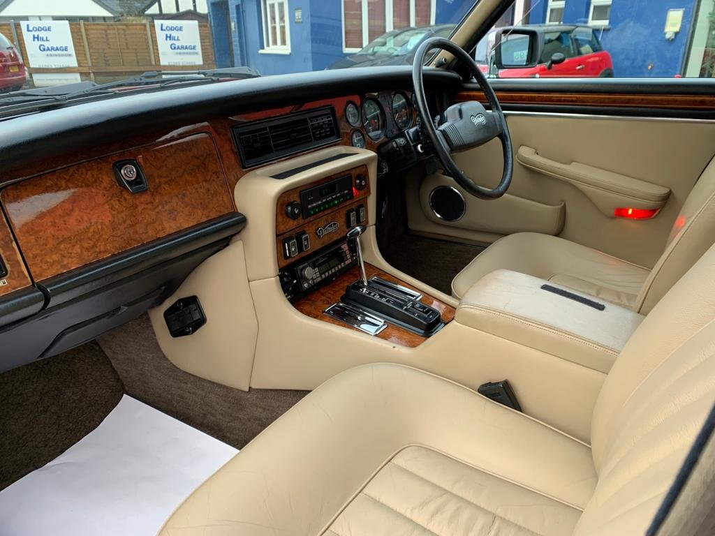 1986 Daimler Sovereign 4.2 Series III for sale For Sale (picture 5 of 12)