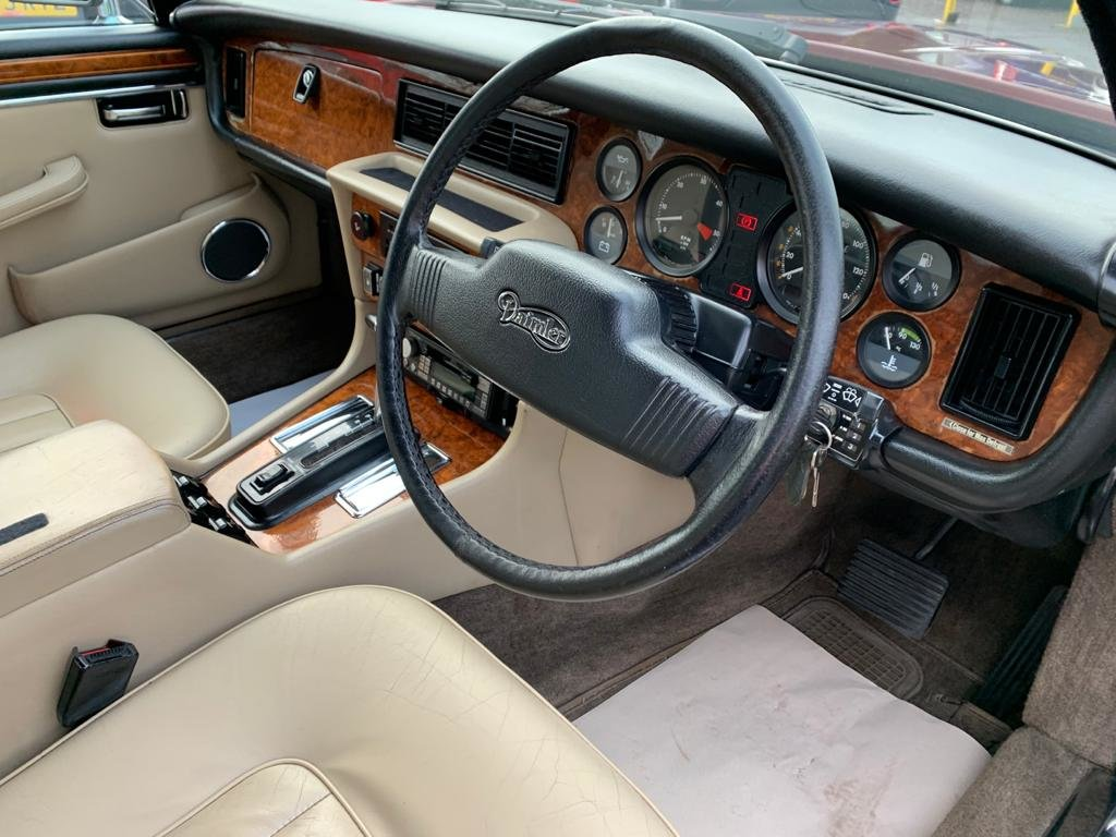 1986 Daimler Sovereign 4.2 Series III for sale For Sale (picture 7 of 12)
