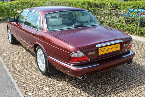 1998 Daimler Super V8 4 seat. 78k with FSH 14k in bills on file For Sale (picture 3 of 6)