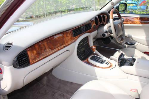 1998 Daimler Super V8 4 seat. 78k with FSH 14k in bills on file For Sale (picture 5 of 6)