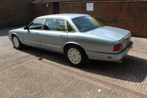 1996 Daimler Six LWB 4.0 AJ16 with over 100 photos online For Sale (picture 2 of 6)