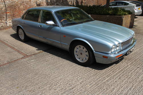 1996 Daimler Six LWB 4.0 AJ16 with over 100 photos online For Sale (picture 3 of 6)