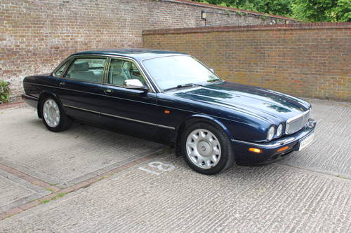 July 2002 Daimler Super V8 with Classic Seats 200pics! For Sale (picture 1 of 6)