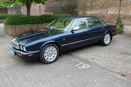 July 2002 Daimler Super V8 with Classic Seats 200pics! For Sale (picture 2 of 6)