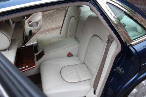 July 2002 Daimler Super V8 with Classic Seats 200pics! For Sale (picture 4 of 6)