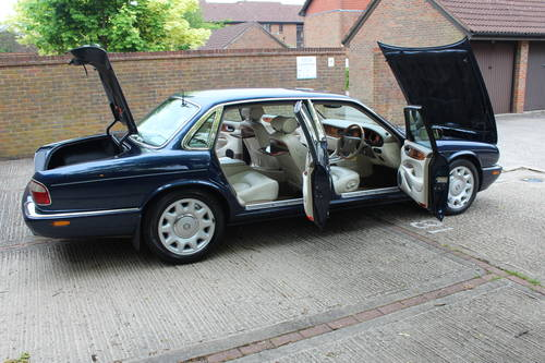 July 2002 Daimler Super V8 with Classic Seats 200pics! For Sale (picture 6 of 6)