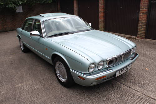 1999 Daimler V8 LWB only 74k with FSH Stunning car! For Sale (picture 1 of 6)
