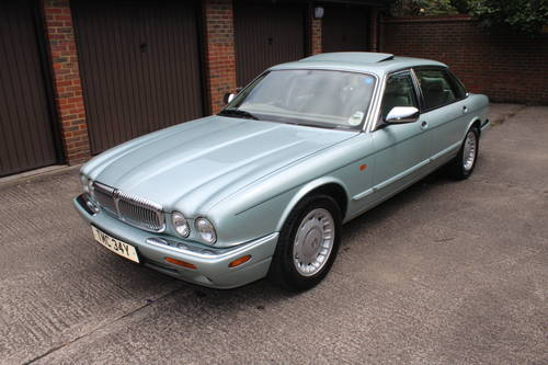 1999 Daimler V8 LWB only 74k with FSH Stunning car! For Sale (picture 2 of 6)