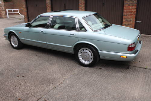 1999 Daimler V8 LWB only 74k with FSH Stunning car! For Sale (picture 3 of 6)