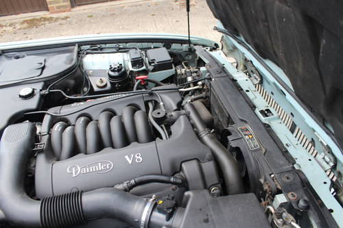 1999 Daimler V8 LWB only 74k with FSH Stunning car! For Sale (picture 6 of 6)