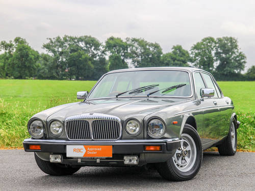 1992 Daimler Double Six Series III V12 5.3 Auto For Sale (picture 1 of 6)