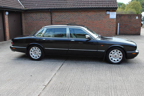 2000 Daimler Supercharged V8 LWB 4 Seater 86k FSH For Sale (picture 2 of 6)
