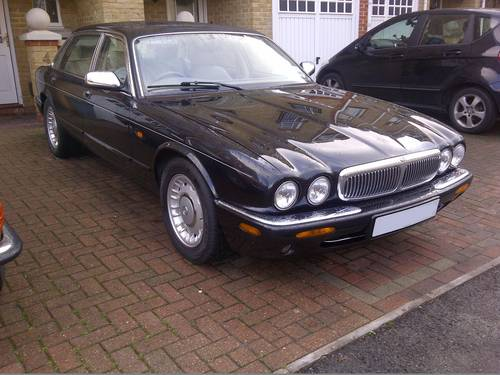 2000 Daimler V8 Ultra rare SWB car with 78k FSH For Sale (picture 2 of 4)