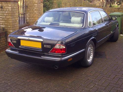 2000 Daimler V8 Ultra rare SWB car with 78k FSH For Sale (picture 3 of 4)