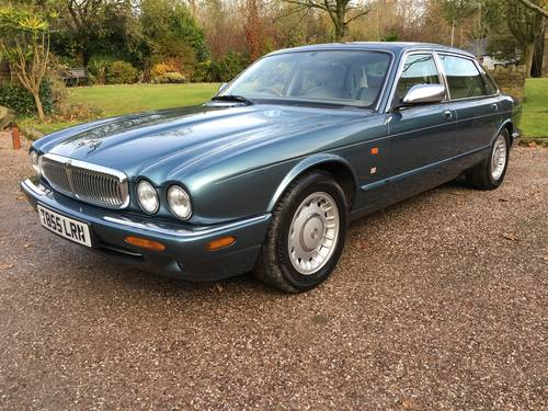 1999 Classic LWB Daimler 4.0 Auto For Sale (picture 2 of 6)