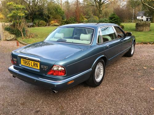 1999 Classic LWB Daimler 4.0 Auto For Sale (picture 3 of 6)