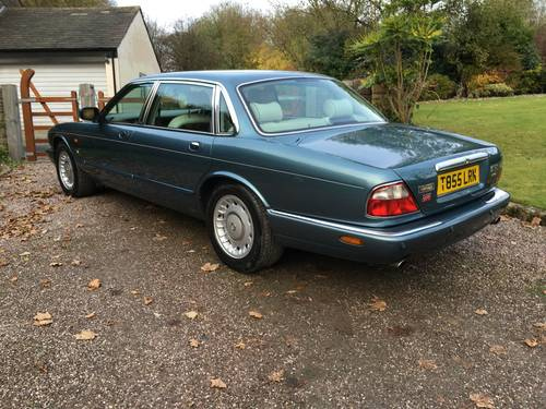 1999 Classic LWB Daimler 4.0 Auto For Sale (picture 4 of 6)