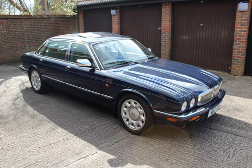 Daimler Super V8 2000 mdl with 86k and FSH - Stunning For Sale (picture 1 of 6)