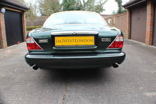 Daimler V8 LWB Sherwood Green with Ivory leather.  For Sale (picture 3 of 6)