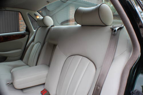 Daimler V8 LWB Sherwood Green with Ivory leather.  For Sale (picture 5 of 6)