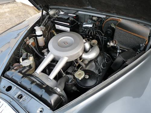 1965 Daimler 2 1/2 litre V8 automatic, 30,000 miles from new SOLD (picture 5 of 6)