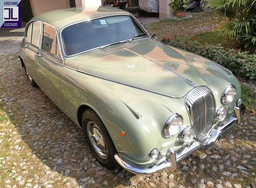 1968 RARE ITALIAN DAIMLER V8 SALOON WITH MANUAL GEARBOX SOLD (picture 1 of 6)