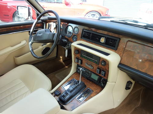 1986 low Mileage* Sunroof * Leather magnolia * For Sale (picture 4 of 6)