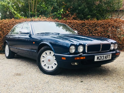 1995 DAIMLER SIX 4.0 - SUPER CONDITION, LOW MILEAGE SOLD (picture 1 of 6)