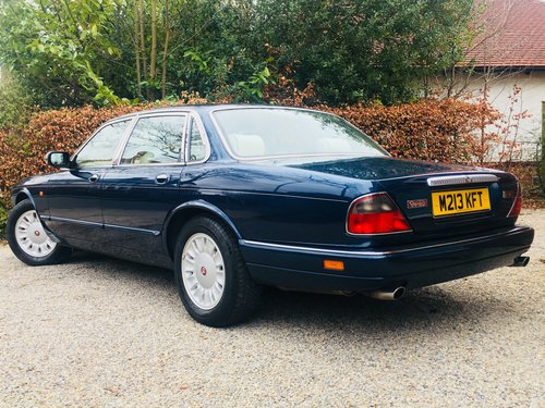 1995 DAIMLER SIX 4.0 - SUPER CONDITION, LOW MILEAGE SOLD (picture 2 of 6)