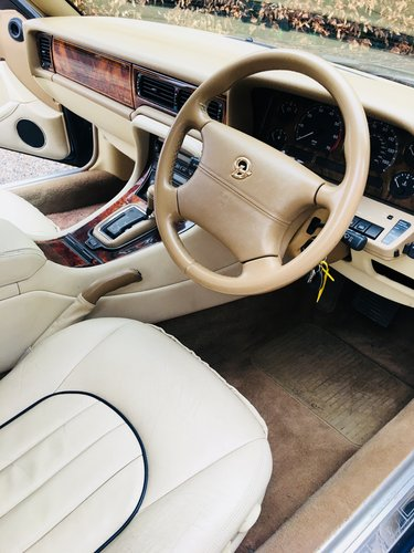 1995 DAIMLER SIX 4.0 - SUPER CONDITION, LOW MILEAGE SOLD (picture 4 of 6)