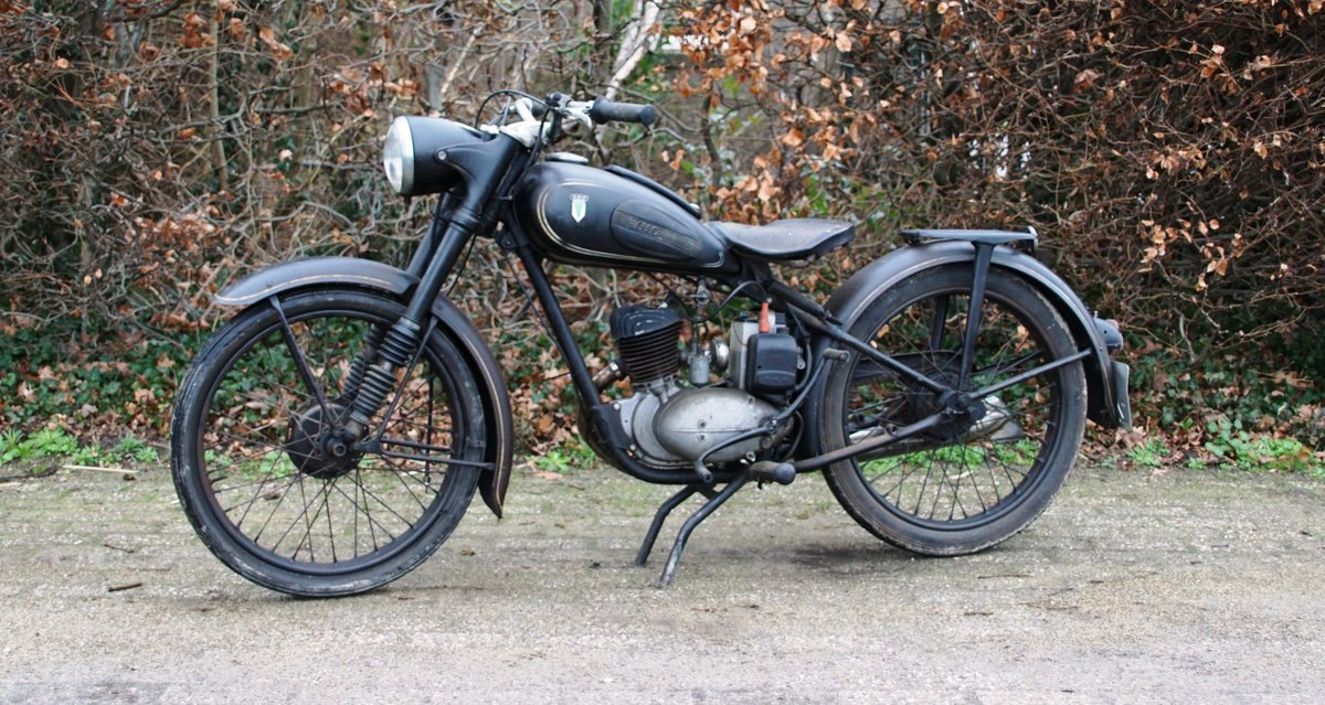 DKW RT125 in fist paint 1951 with dutch registration  For Sale (picture 1 of 6)