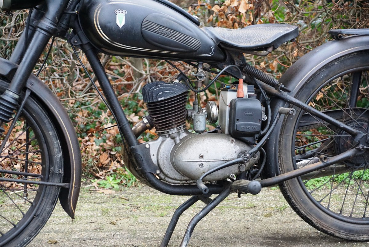 DKW RT125 in fist paint 1951 with dutch registration  For Sale (picture 2 of 6)