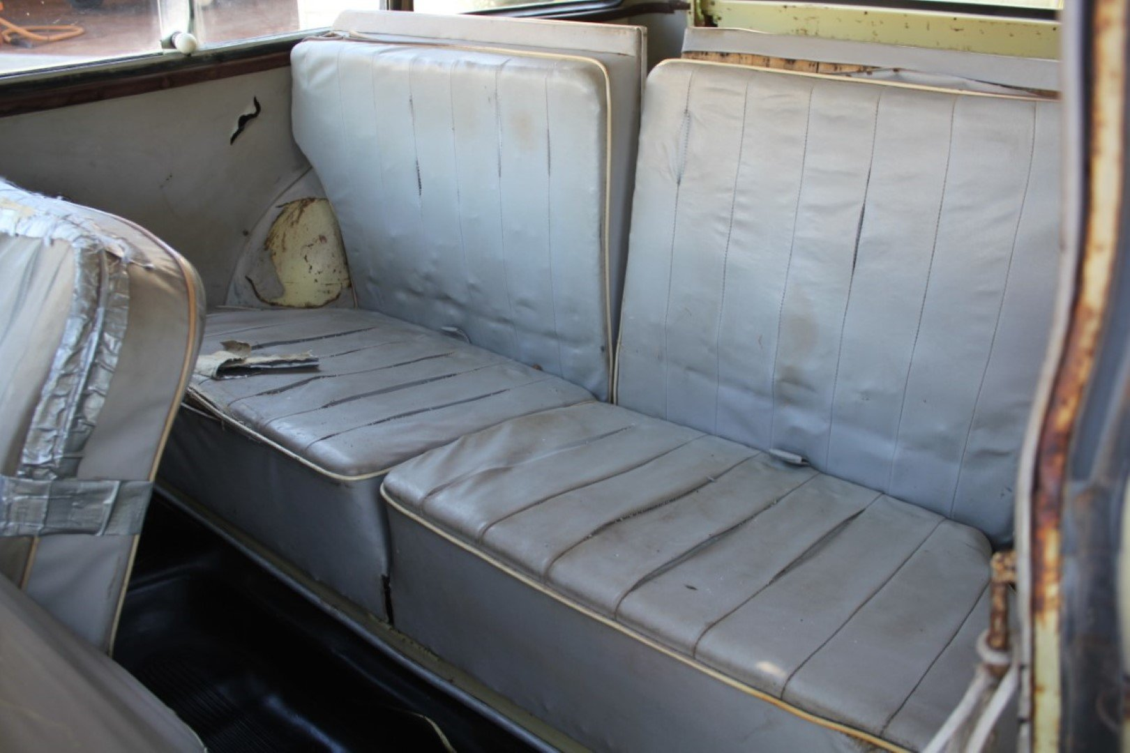 1958 DKW/ Auto Union Universal 1000S Project/Parts Car.  For Sale (picture 5 of 6)
