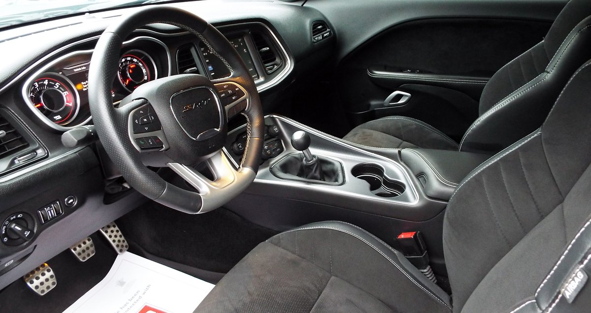2015 Dodge Challenger 6.4 Hemi V8 Manual SRT 392 For Sale (picture 3 of 6)