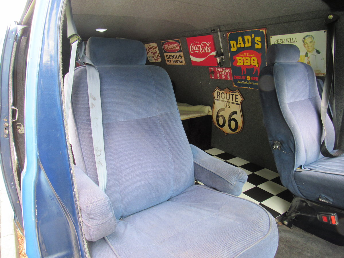 1991 Dodge Ram b2500 custom pannel van For Sale (picture 4 of 6)