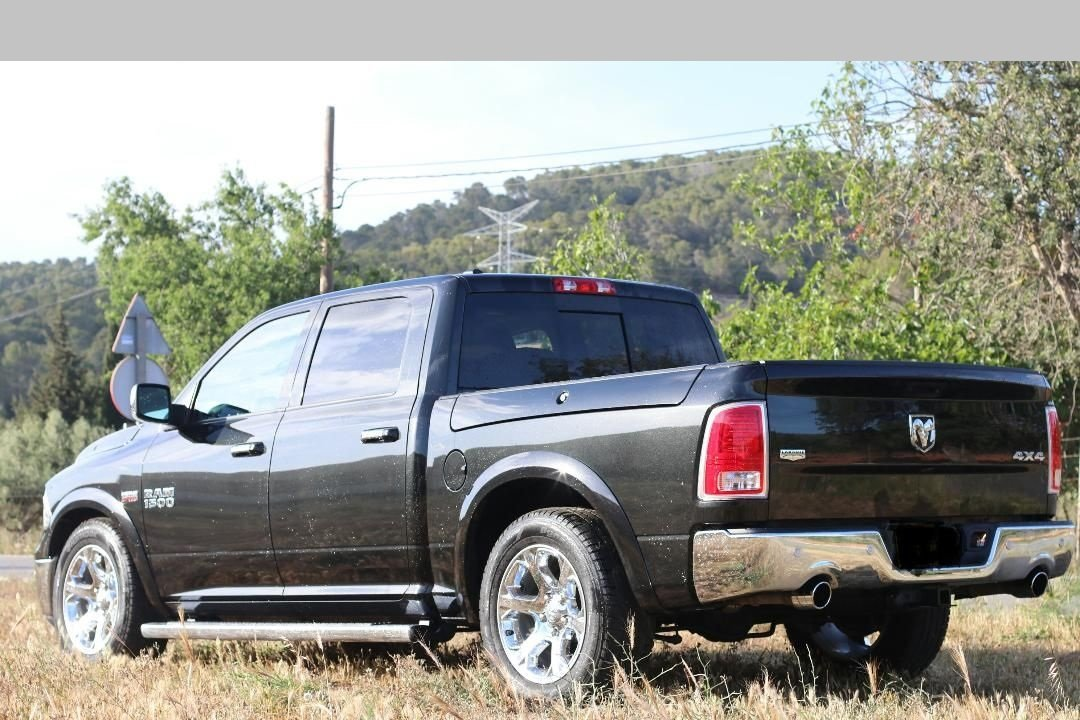 2018 Dodge Ram 1500 Laramie - Hemi V8 -Only 8,700 miles For Sale (picture 3 of 6)