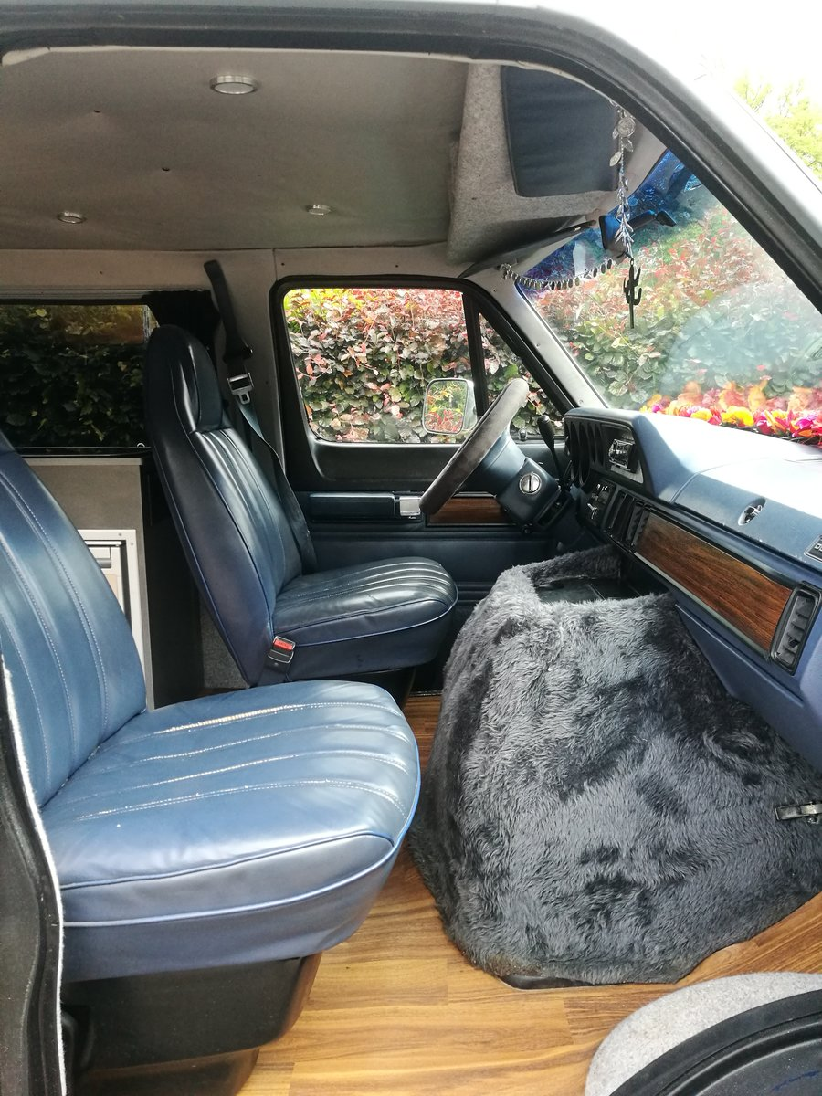 Cool Hipster Camper 1992 Dodge Ram Wagon B250 LPG For Sale (picture 3 of 6)