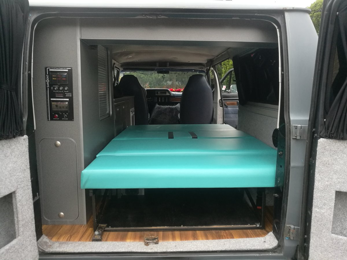 Cool Hipster Camper 1992 Dodge Ram Wagon B250 LPG For Sale (picture 5 of 6)