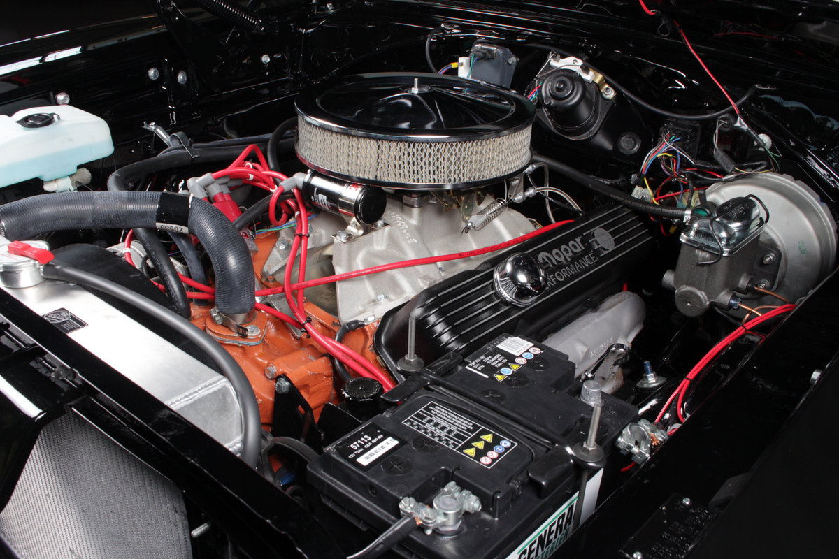 1970 Charger Bigblock tripple black rottiserie restored ! For Sale (picture 2 of 6)