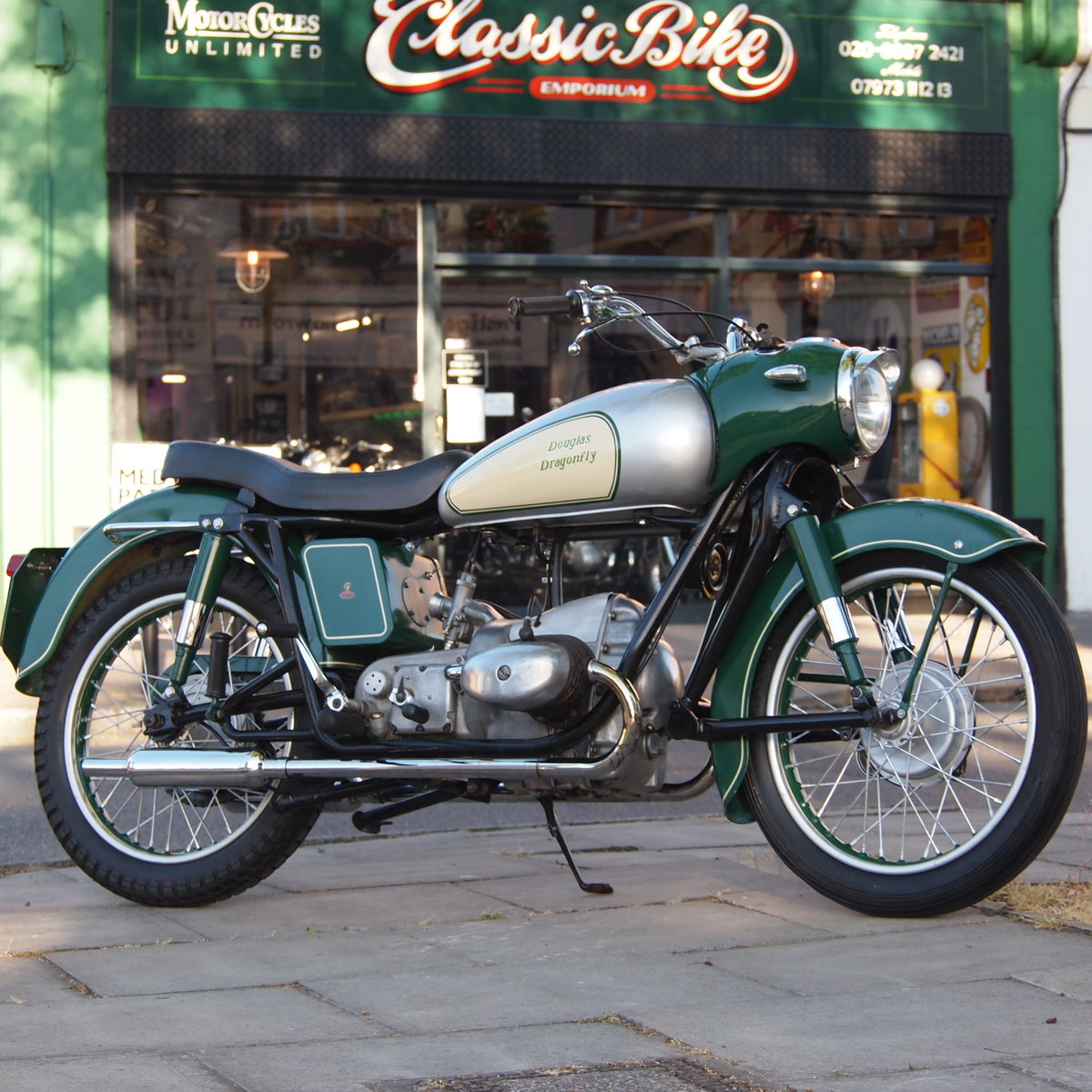 1957 Douglas Dragonfly 350 In Rare Reverse Colours. For Sale (picture 1 of 6)