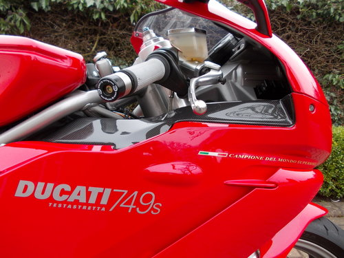 2004 DUCATI 749S.STUNNING AND ORIGINAL.£4975  ono. For Sale (picture 1 of 6)