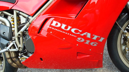 Ducati 916 BIPOSTO 1999-T **STUNNING,LOW MILES** SOLD (picture 3 of 6)