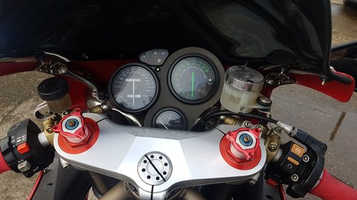 1998 DUCATI 748 - LOW MILES - FULL HISTORY - MANY EXTRAS  SOLD (picture 5 of 6)