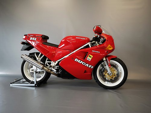 1991 Ducati 851, like new, only 11346 km SOLD (picture 2 of 6)