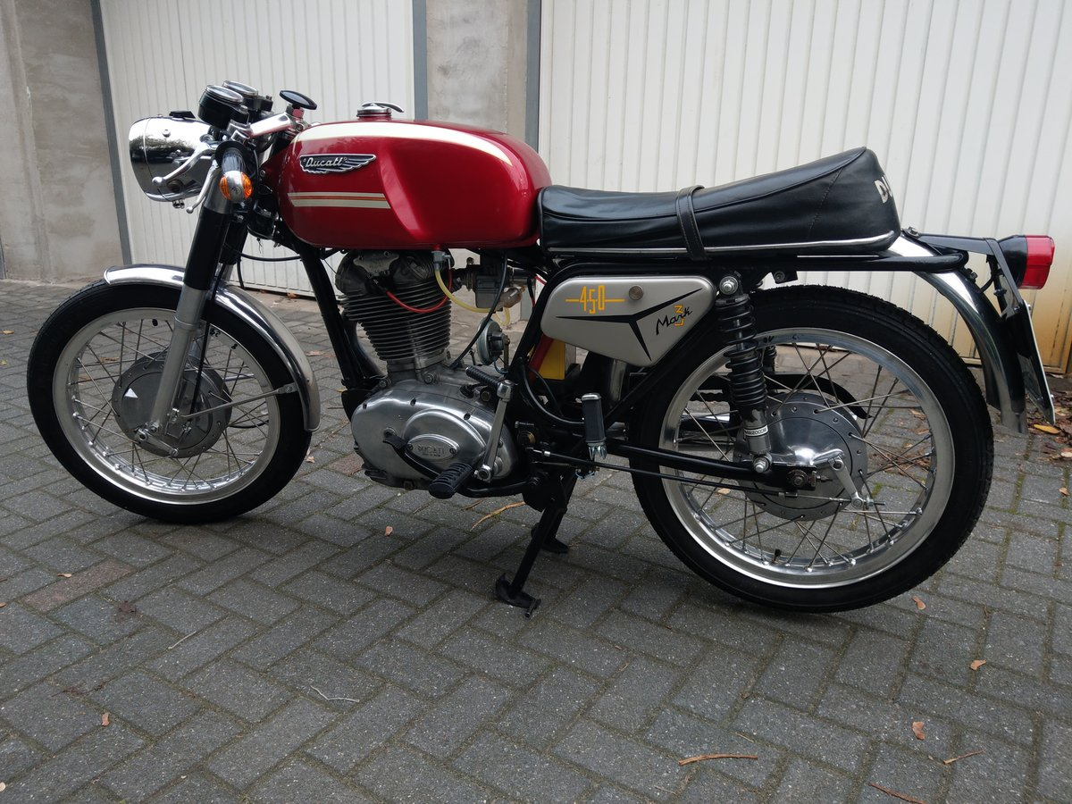 1971 Ducati 450 MK3 in great condition For Sale (picture 1 of 5)