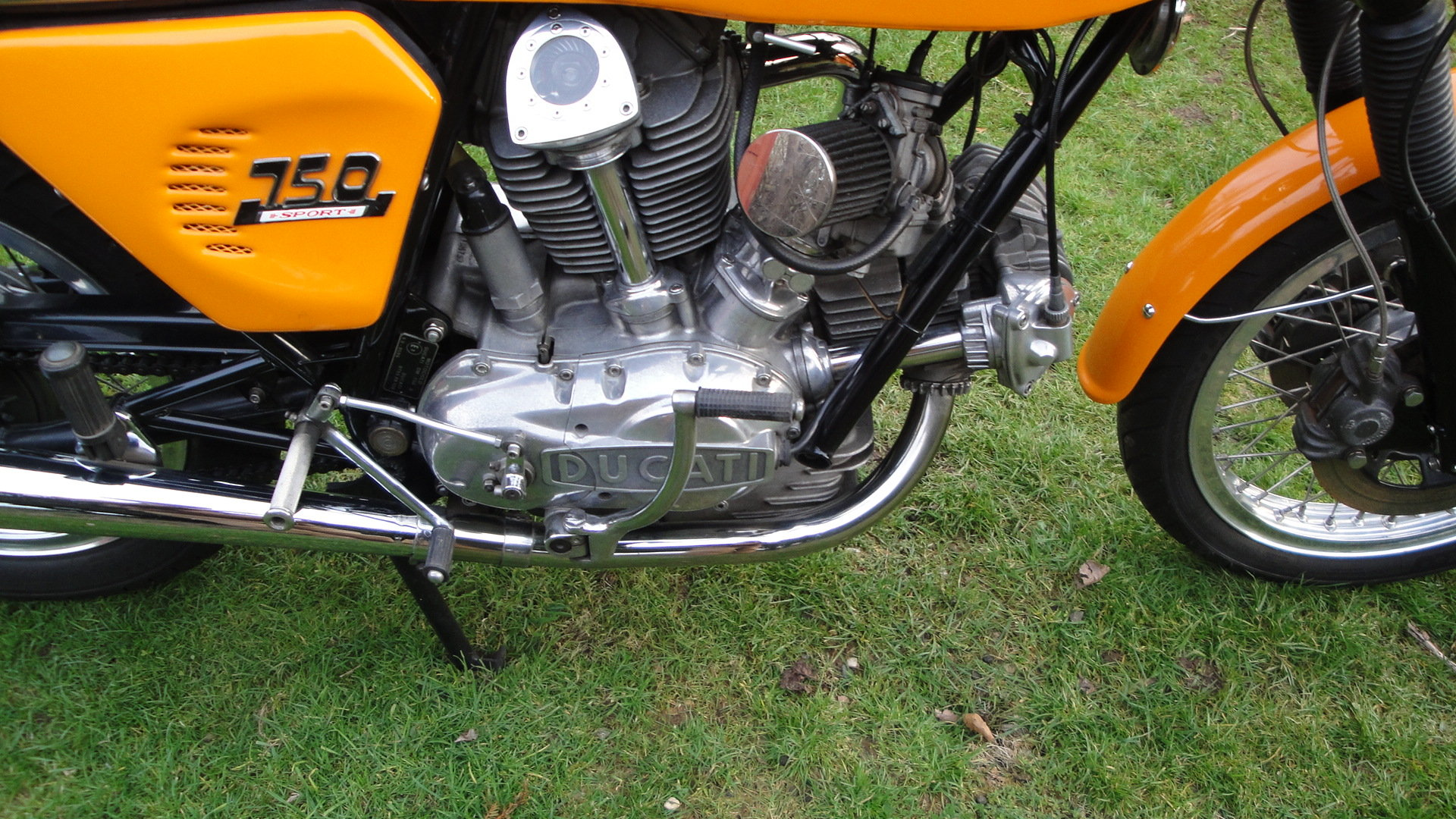 DUCATI 750 SPORT 1975 UK SUPPLIED. 1 PREV. OWNER. For Sale (picture 4 of 6)