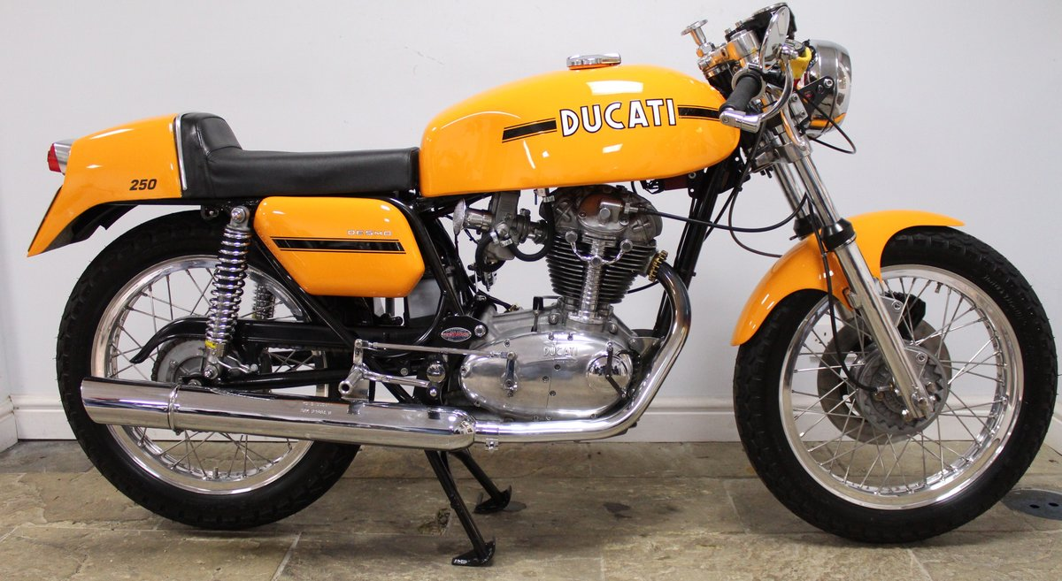 1975 Ducati 250 cc Desmo Single Cylinder Italian Lightweight SOLD (picture 1 of 6)